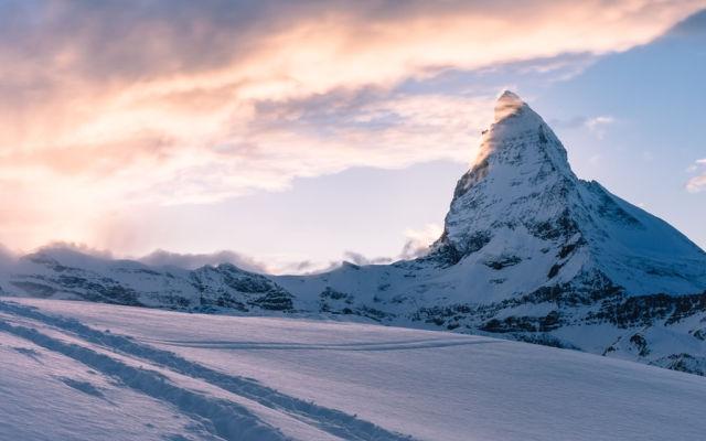 Skiing-adventure-moutain-2